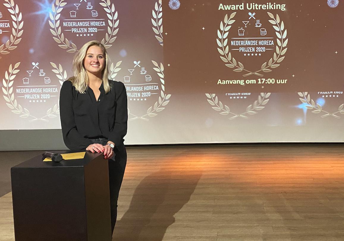 Award Uitreiking met presentatrice